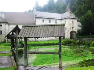 Star katuzjanski samostan v katerem se nahaja Tehnični muzej Slovenije
