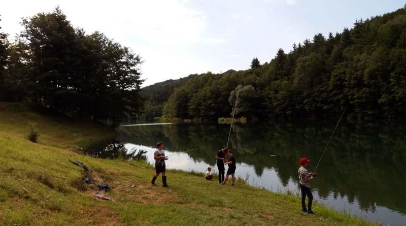 Prvi ribiški koraki pri otrocih in kaj z otrokom, ki izrazi željo po ribolovu?