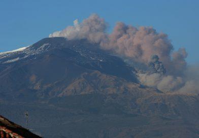 Vulkan Etna ponovno bruha